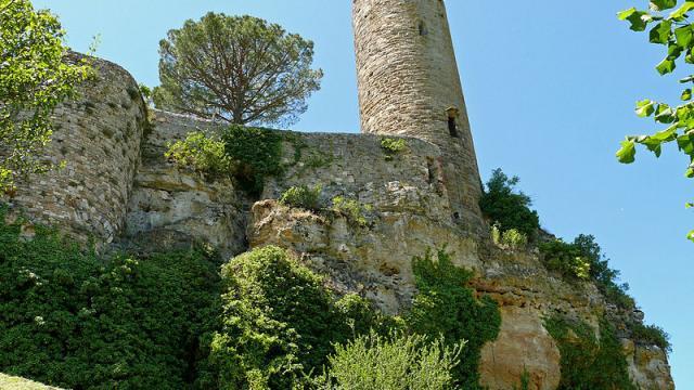 Turenne Chateau Tour De Cesar 2.jpg