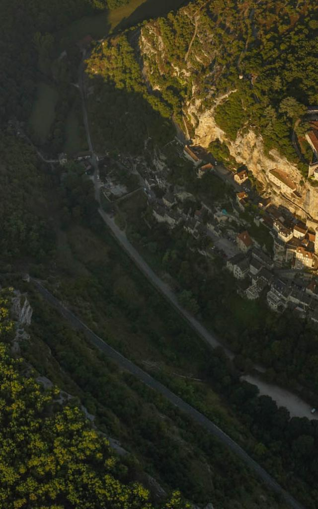 Rocamadour Cite Sacree Agripee A La Falaise.jpg