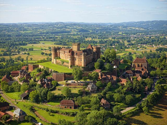 Chateau De Castelnau A Prudhomat.jpg