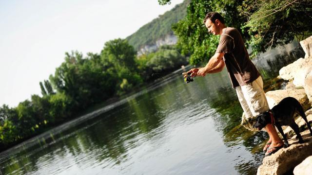 Peche Dans La Dordogne Pres De Meyronne 0.jpg