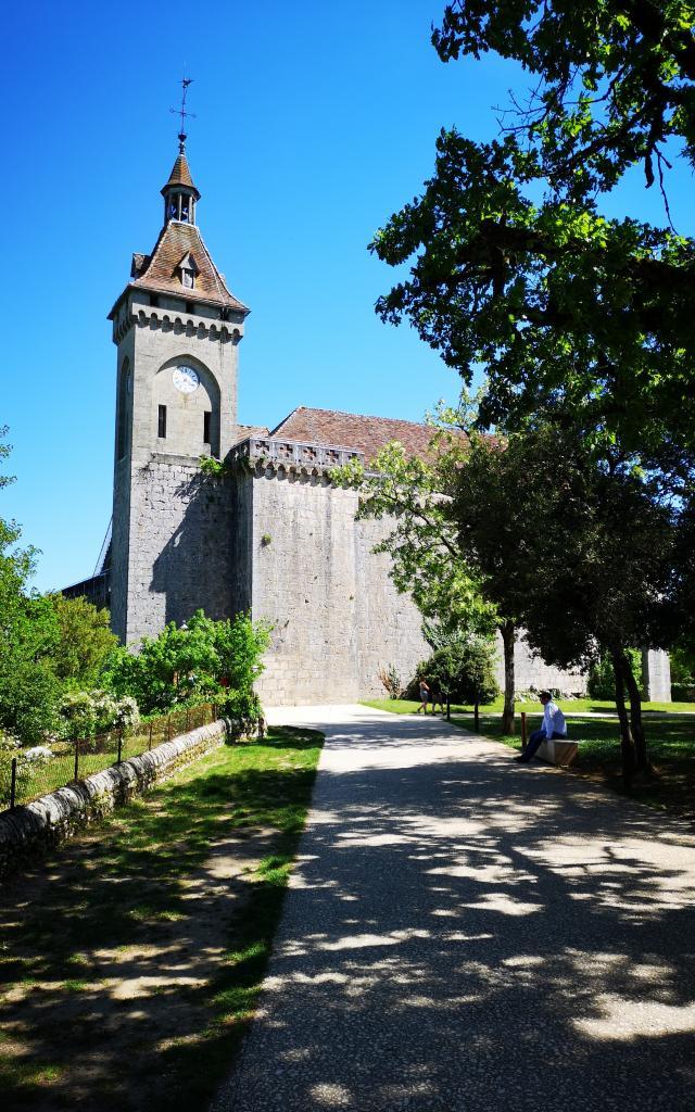 Entrée du chemin de croix et château - parking du château