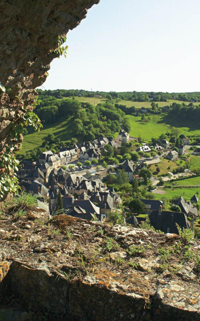 Village vu du chateau de Turenne