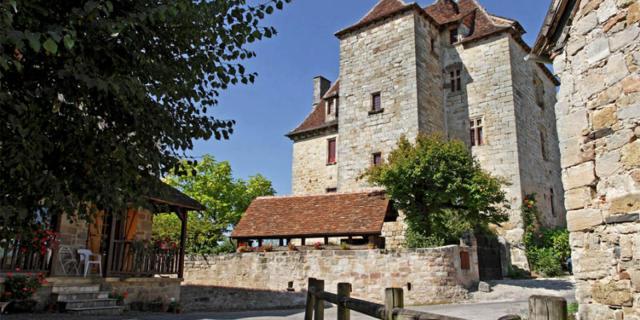 Visites Guidees Curemonte Place De Barbacane .jpg