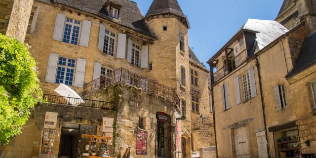 Visites Guidees Sarlat Quartier Des Consuls Elise Viguier.jpg