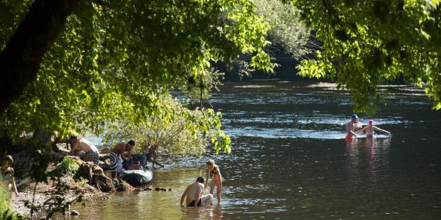 Baignade dans la Dordogne à Montvalent
