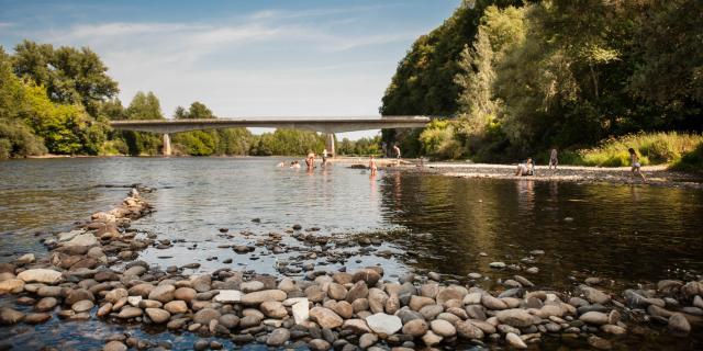 Baignade dans la rivière Dordogne