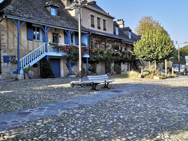 Quai pavé d'Argentat-sur-Dordogne