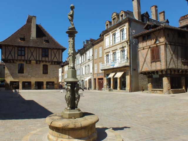 Place du Mercadial à Saint-Céré