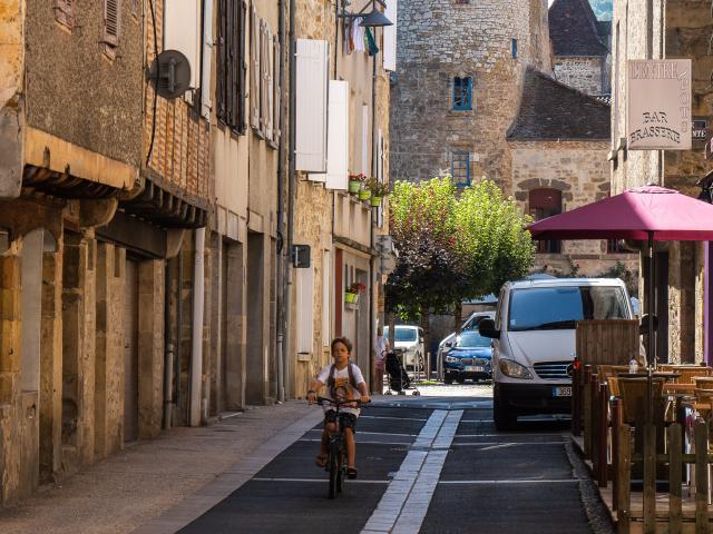 Dans Les Rues De Saint Céré © E. Gerbois Vallée De La Dordogne 28