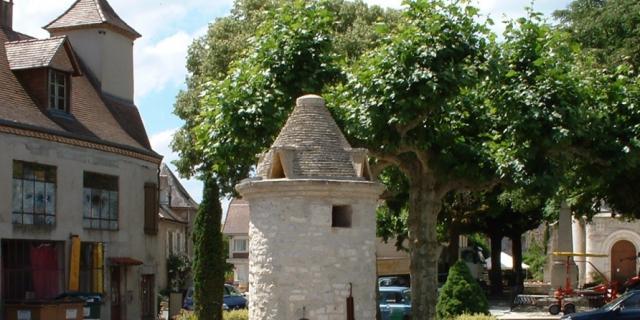Saint Sozy Act Rand Circuit Les Falaises De La Dordogne Et Leurs Villages 3km Puits Fontaine A Saint Sozy 01