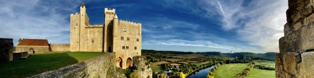 Château De Beynac. Vue Sur La Dordogne
