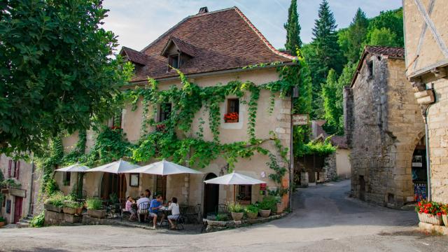 Façade de l_Hôtel-restaurant du Sombral © Lot Tourisme - C. Novello