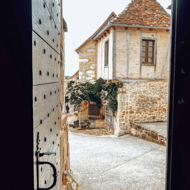 Curemonte porte de l'église