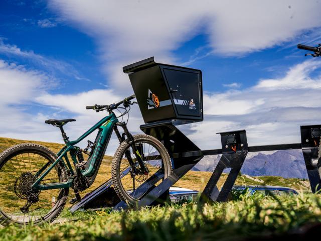 Borne de recharge électrique en altitude