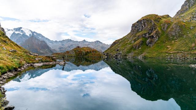 Lac et cabane de Louvie dans la région de Verbier