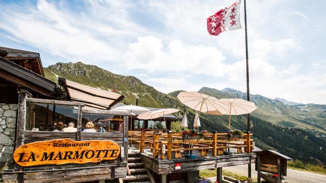Terrasse du restaurant La Marmotte sur les hauts de Verbier