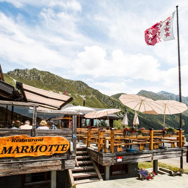 Terrace of the La Marmotte restaurant on the heights of Verbier