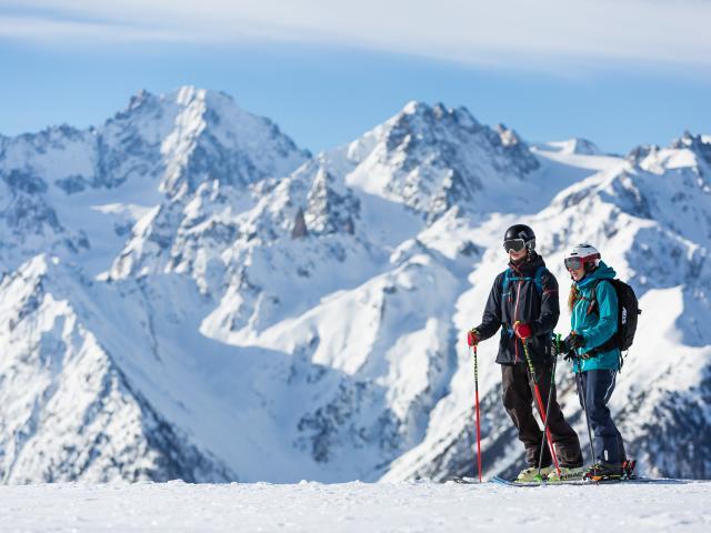 Ski de piste à Bruson , vue sur le massif du Trient