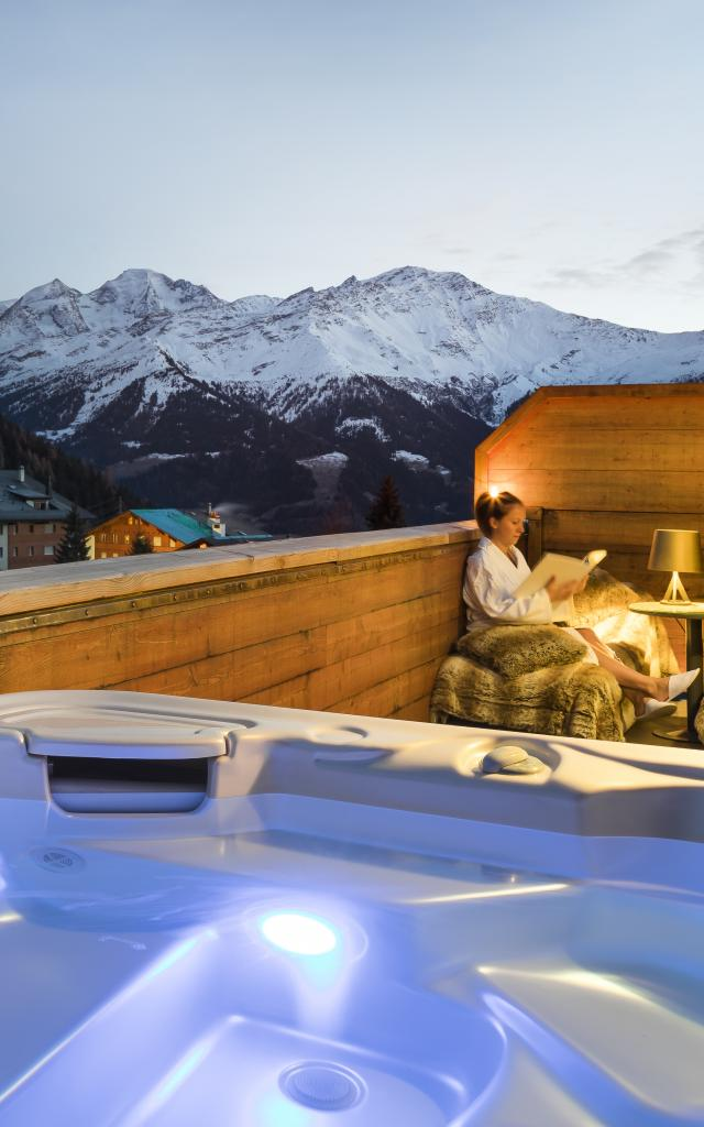 Jacuzzi on the balcony of the hotel room