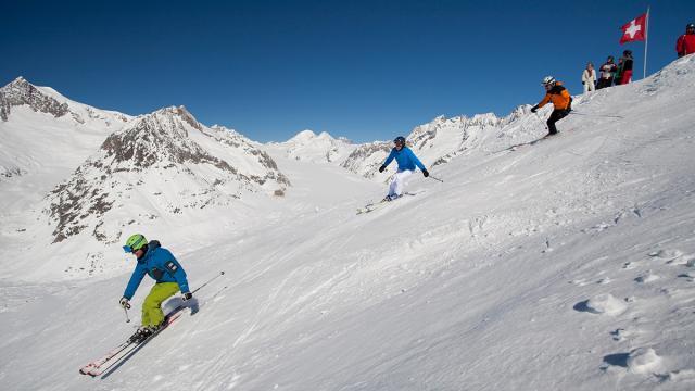 3skifahrer-aletsch-arena-christian-pfammatter-s.jpg