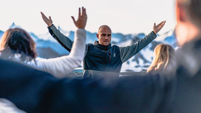 Lever du soleil et cours de Yoga au Mont Fort avec Emilien Badoux