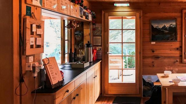 raphaelsurmont220918cabane-louvie-accueil.jpg
