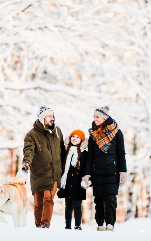 Balade en famille dans la neige