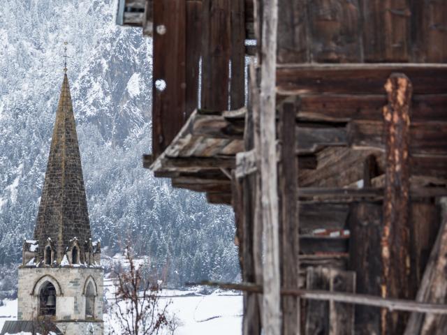 Village Le Châble, neige et ambiance hivernale , église