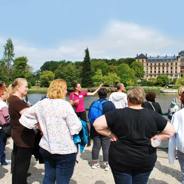 touristes-visite-lac-bagnoles-orne-grand-hotel-1