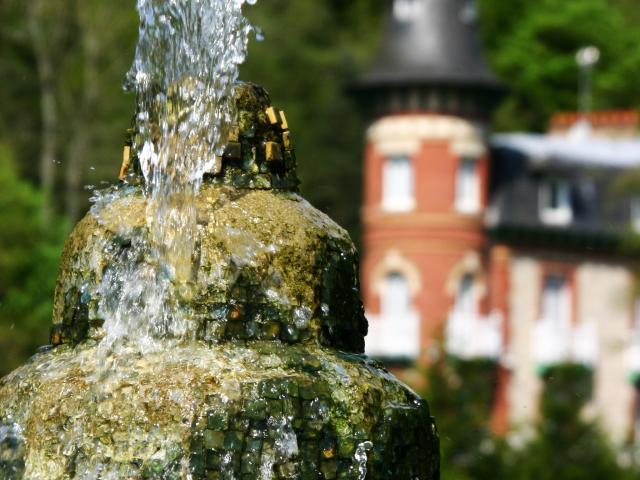 Bagnoles Orne Eau Thermal Fontaine Roc Chien