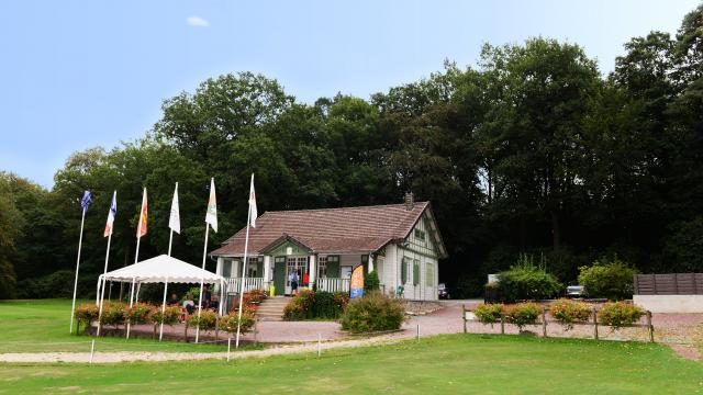 bagnoles-orne-golf-club-house-terrasse-2