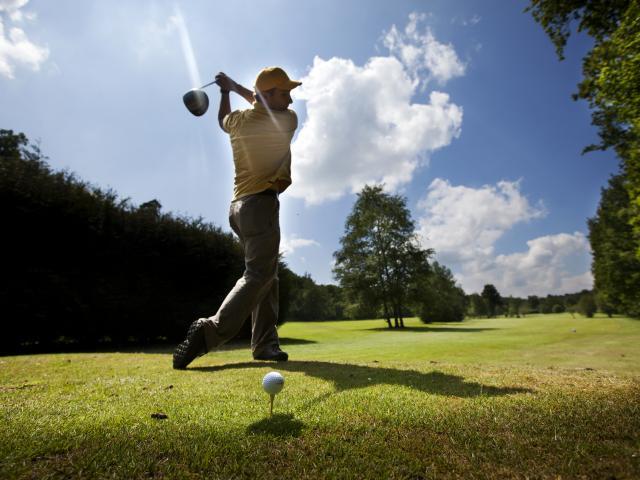 bagnoles-orne-golf-green-golfeur-4