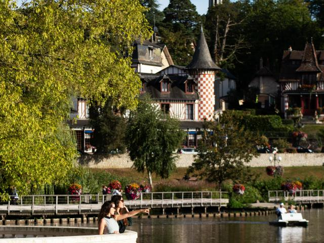 bagnoles-orne-lac-femme-jeune-touriste-6