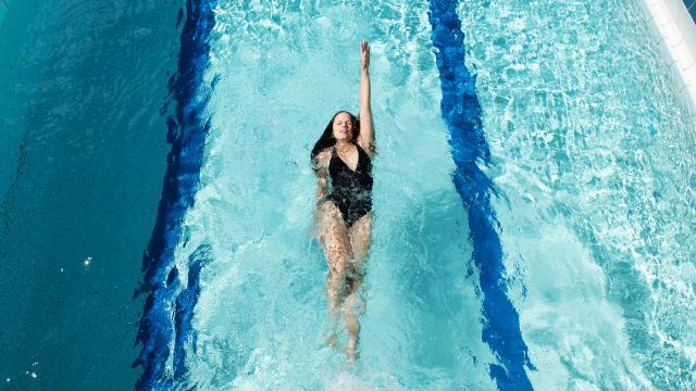 Bagnoles Orne Piscine Jeune Femme Sport Natation Longueur