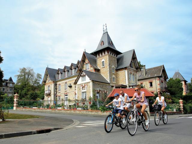 Bagnoles Orne Quartier Belle Epoque Famille Velo Balade Villa