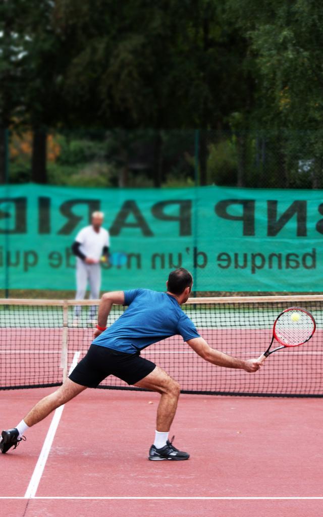 bagnoles-orne-tennis-exterieur-coach