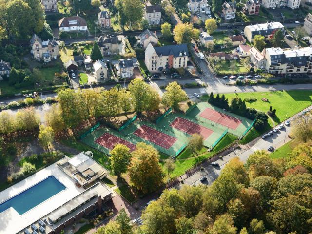 bagnoles-orne-vue-aerienne-tennis-piscine-2