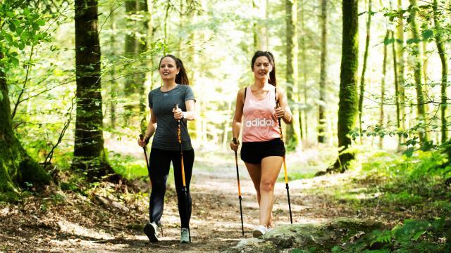 jeunes-femmes-marche-nordique-bagnoles-orne