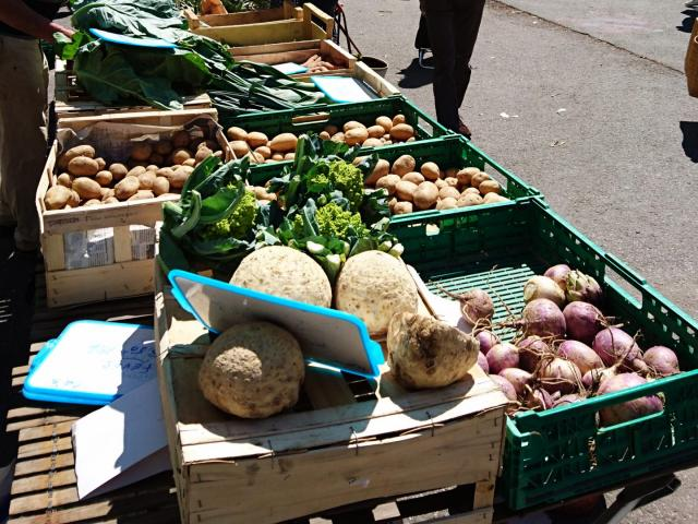 bagnoles-orne-marche-produits-locaux-halles-etals-1-scaled.jpg