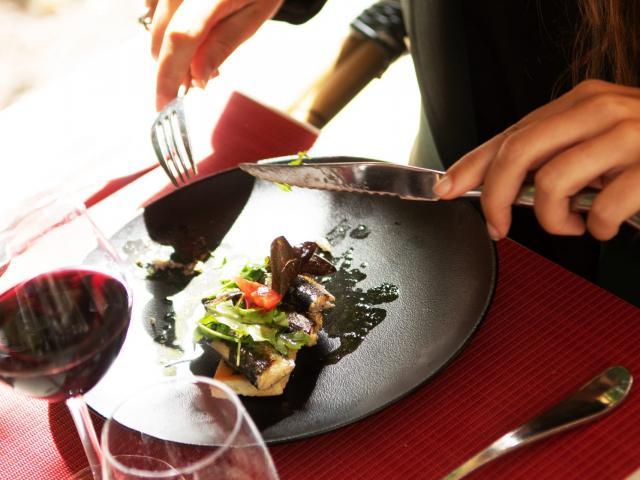 bagnoles-orne-o-gayot-restaurant-assiette-terrasse-1-scaled.jpg