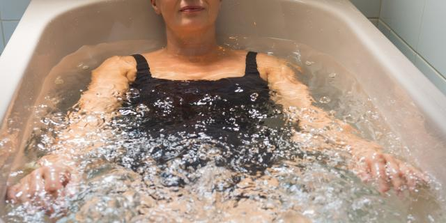 bagnoles-orne-bo-resort-femme-soin-hydromassage.jpg
