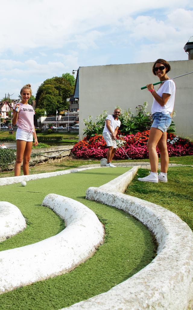 Bagnoles Orne Mini Golf Famille Jouer Casino Lac Enfant Adulte 2