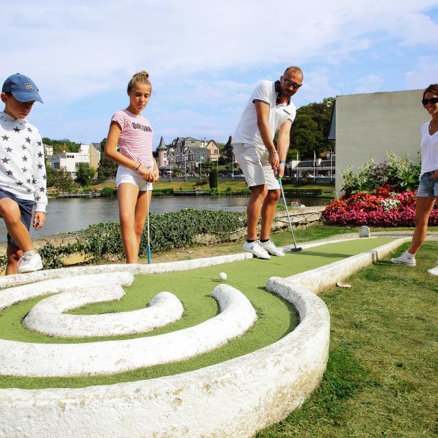 Bagnoles Orne Mini Golf Famille Jouer Casino Lac Enfant Adulte