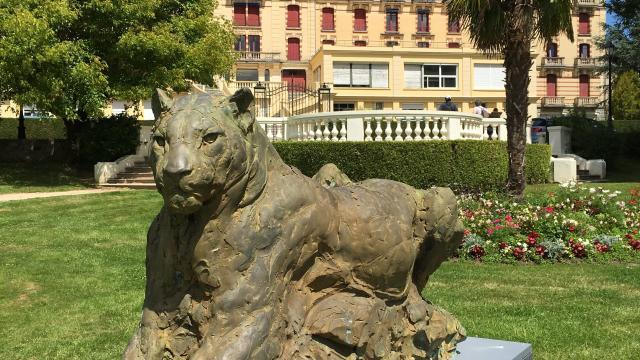 Bagnoles Orne Exposition Patrick Villas Sculpture Animal Contemporain Jaguar Couché 3