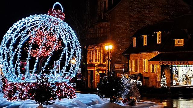 Bagnoles Orne Noel Illuminations Fetes Decoration Cadeaux Sapin Boule (2)