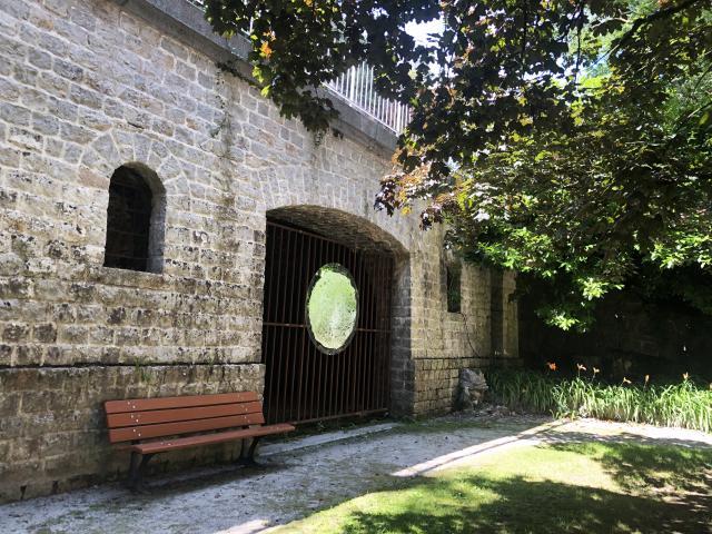 Bagnoles Orne Benoit Delomez Orne Tres Contemporain Grottes Prises Deau Exposition Estivale