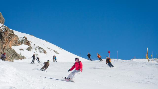 Skieurs sur le domaine Oz-Vaujany