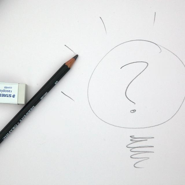 Crayon à papier et point d'interrogation