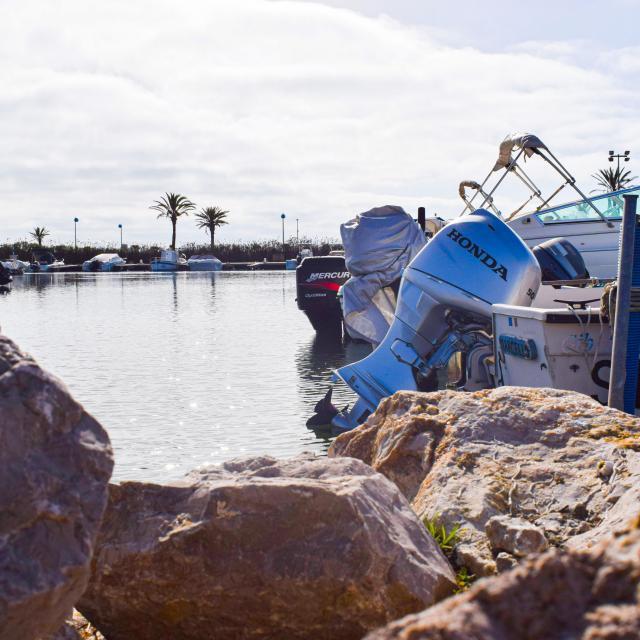 Bateaux de plaisance amarrés au port