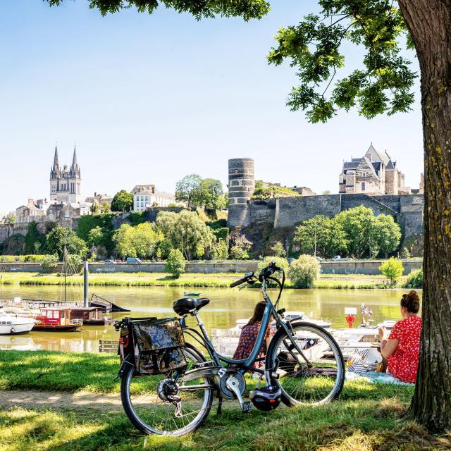 Cale de la Savatte avec vue sur le Château d'Angers